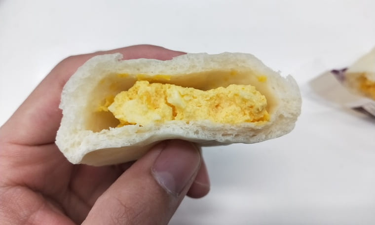 ローソンのしっとりパン(断面)