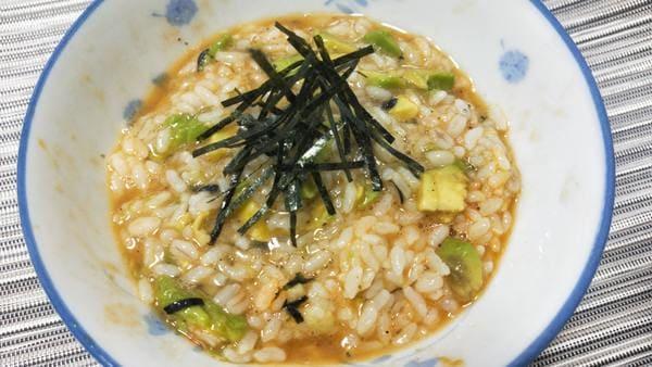 アボカド漬け丼(たまごかけごはん風)